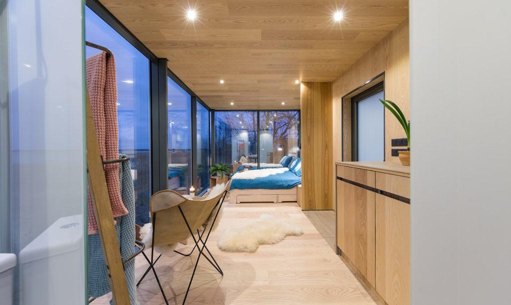 Spectaculos: casa învelită în oglinzi care se integrează în peisaj