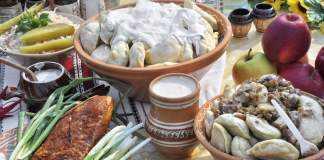 ucraina-mancare-traditionala-tort-kiev-masa