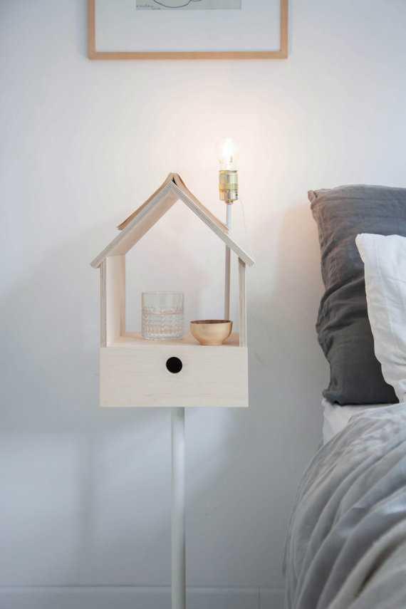 Cea mai ingenioasă noptieră are semn de carte şi lampă