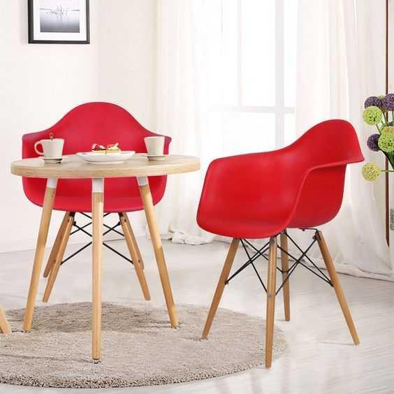 Cinci scaune de bucătărie care nu costă mai mult de 250 lei