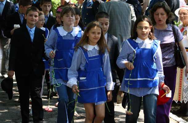 învățământul-Consiliul-national-al-elevilor-uniforma-scolara