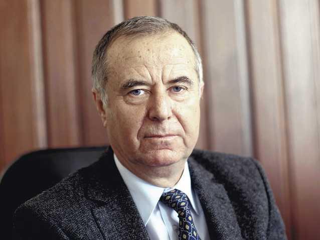 junior-năstase-pavel-Ministrul-manualele