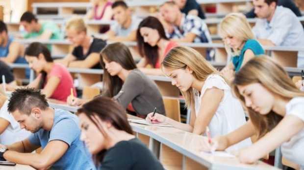 Vești-pentru-studenți-bursă-pe-timp-de-vară-dar-gratuitate-CFR-limitată