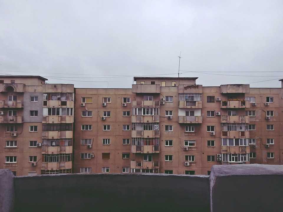 România are cel mai vechi stoc de locuinţe din UE