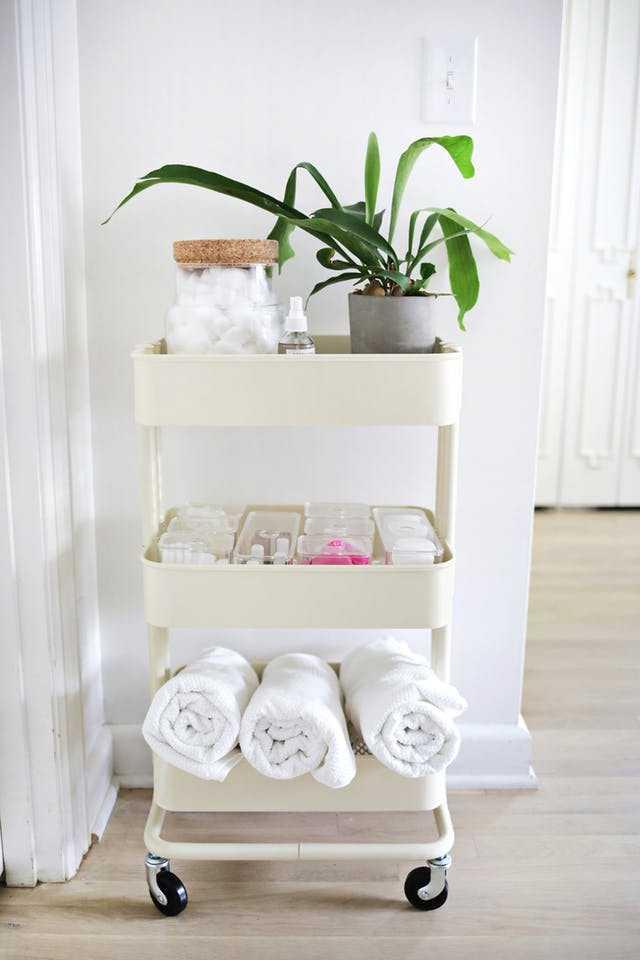 Cinci soluții pentru mai mult spațiu de depozitare în baie