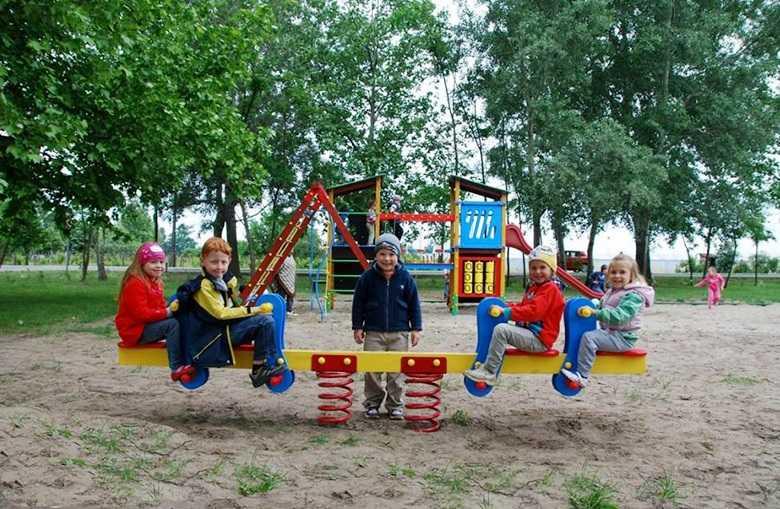Tot mai mulți români își amenajează casa și grădina dintr-un singur click