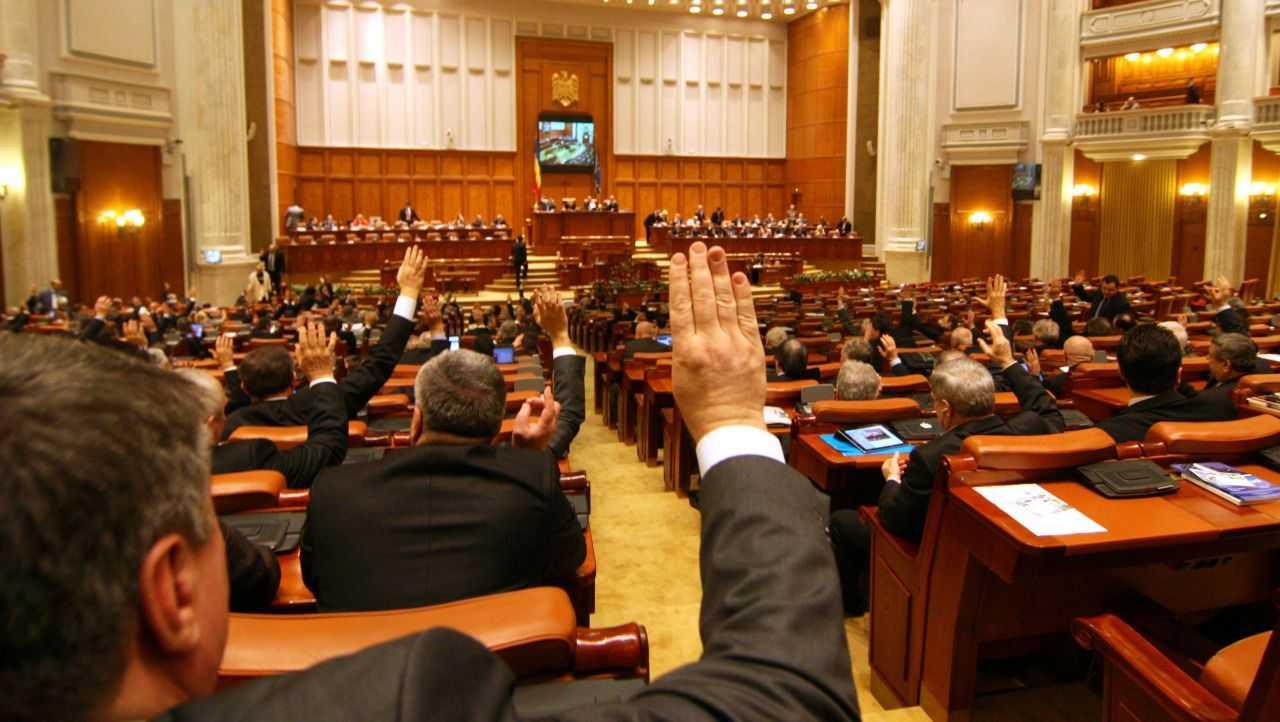 USR PLUS și AUR anunță că vor susține prima moțiune care va ajunge la vot