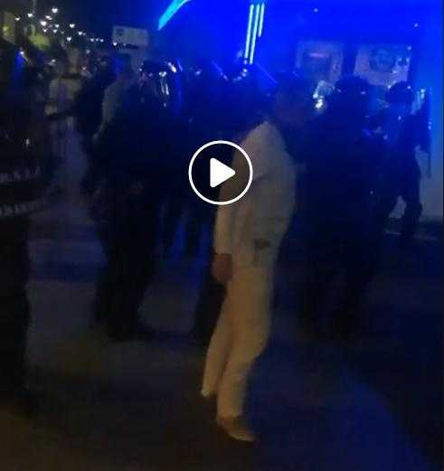 Jurnalist Hotnews Lovit De Jandarmi în Piața Victoriei M A Lovit