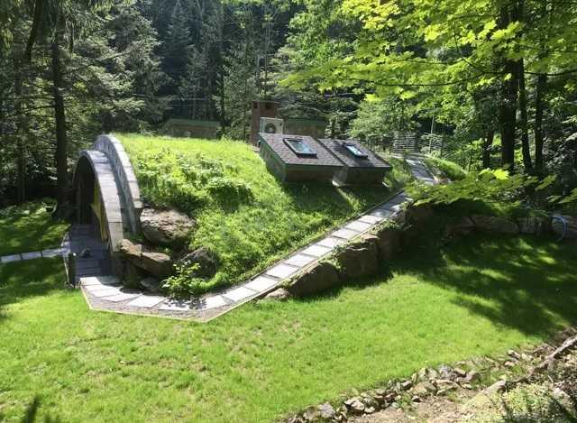 Vrăjit de filmul Stăpânul Inelelor, şi-a construit propria casă hobbit