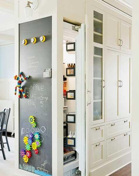 Decorează pereţii cu vopsea cu efect de tablă de scris
