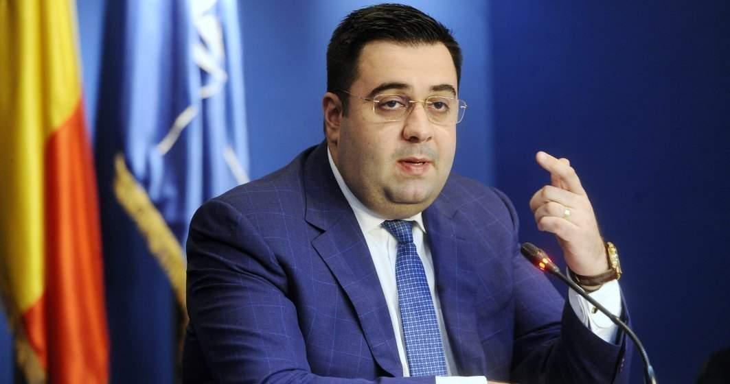 """Cuc: Guvernul pregăteşte vânzarea unor obiective strategice pe """"nimic"""""""