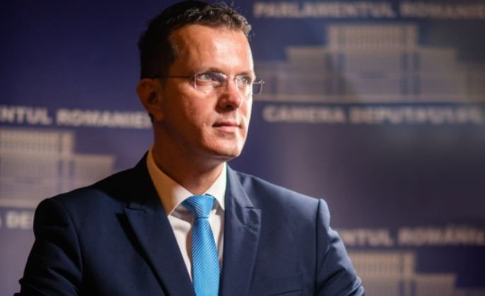 USR a acceptat ca PNL-istul Florin Roman să preia interimar funcţia de preşedinte al Camerei Deputaţilor